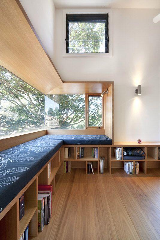 blog de decoração - Arquitrecos: Estantes, armários e bancos sob as janelas: aproveitamento máximo de espaço!