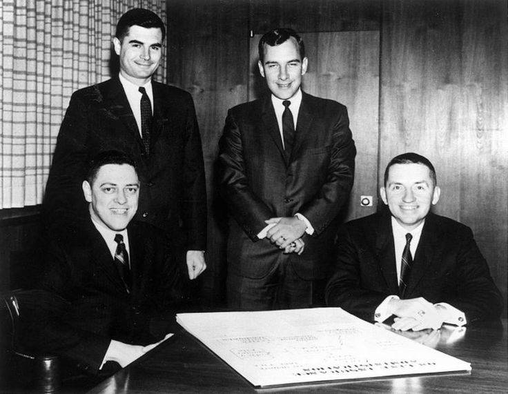 Ross Perot The earliest members of the Electronic Data Systems team (from left): Tom Marquez, Tom Walter, Mitch Hart and Ross Perot.