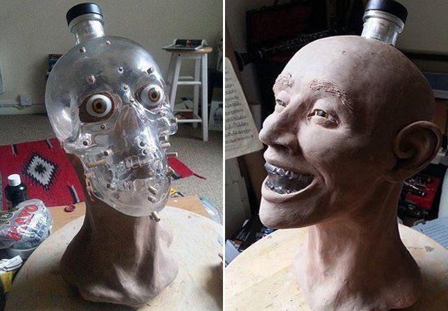 Reconstruir o rosto de uma pessoa a partir de ossos parece muito protocolar para Nigel Cockerton, artista forense radicado na Escócia. Ele prefere, acreditem, uma garrafa de vodka em formato de crânio. Segundo Nigel, a forma icônica da garrafa da marcaCrystal Head Vodkafoi a maior motivação. O sujeito reconstrói o rosto a partir de estacas que marcam a profundidade da pele. Após isso, ele distribui novas camadas de músculos faciais, cartilagem, pele e cabelo. Com a boa e velha liberdade…