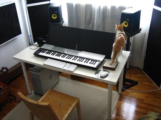 Opa! Curti.   Ah, um espaço desses em casa para montar um home-studio básico assim já estaria feliz :)