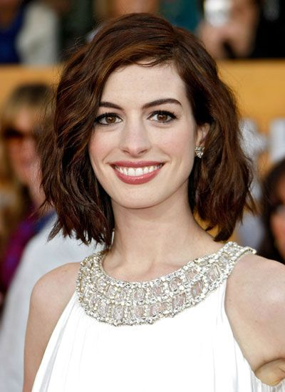 Anne Hathaway, 2009 | 25 Memorable SAG Awards Beauty Looks ...