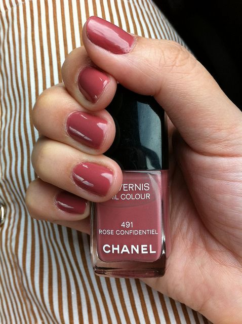 i have never seen a color like this, very cute. (chanel rose confidential) I MUST HAVE THIS!!!!