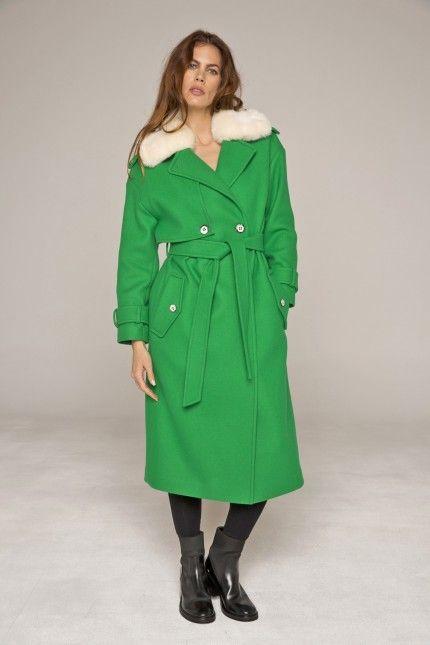 Long manteau de voyage vert en drap de laine armuré col fourrure amovible  #manteau #long #voyage #vert #laine #col #fourrure #femme #qualité #lenerfabriquedemanteaux