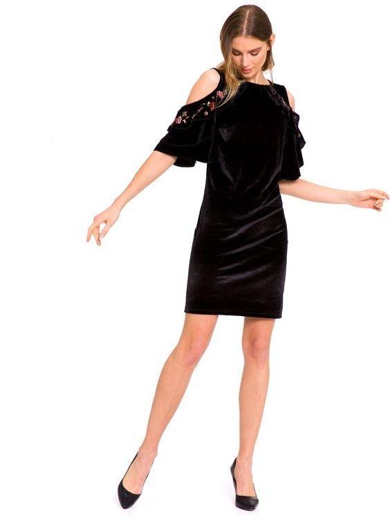 Lcw Bayan Elbise Modelleri Siyah Kisa Kadife Omuz Dekolteli Nakis Islemeli Elbise Siyah Stiletto Ayakkabi Elbise Modelleri Moda Stilleri Siyah Kisa Elbise