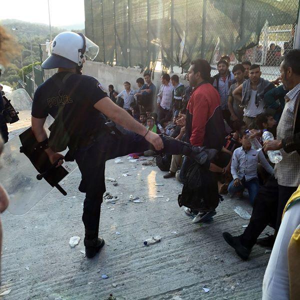 Υποκείμενα δικαιωμάτων οι πρόσφυγες και όχι «αντικείμενα» για εγκλεισμό και επαναπροώθηση του Θεόδωρου Μεγαλοοικονόμου Την ίδια στιγμή που τα προσφυγικά/μεταναστευτικά κύματα, μαζί και οι δολοφονικ…