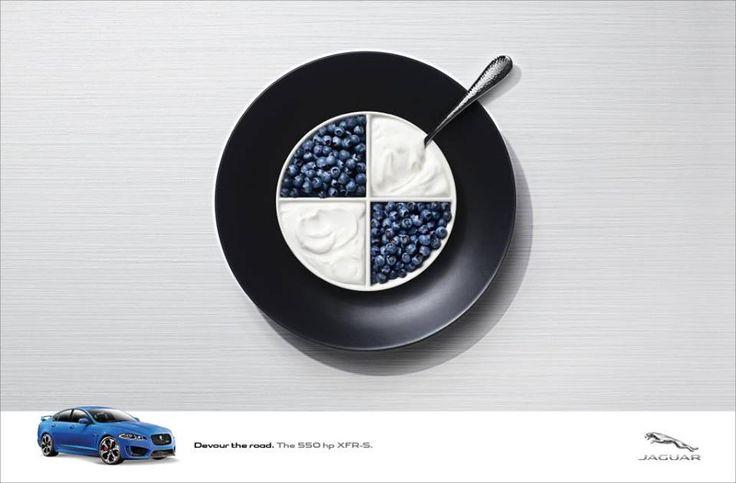 Логотип БМВ в виде десерта из черники со сливками