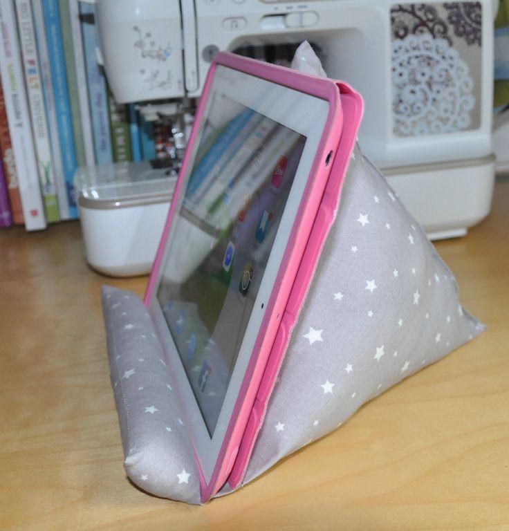 J'ai vu cette brillante idée en me promenant sur le net ! enfin la solution pour ne pu que la tablette tombe en arrière dès qu'on veut...