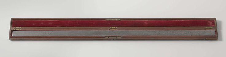 Etienne Lenoir | Standard metre, Etienne Lenoir, Nationaal Instituut Parijs, 1799 | IJzeren standaard van 1 meter in houten, met rood fluweel beklede, foedraal. Op doos opschrift.