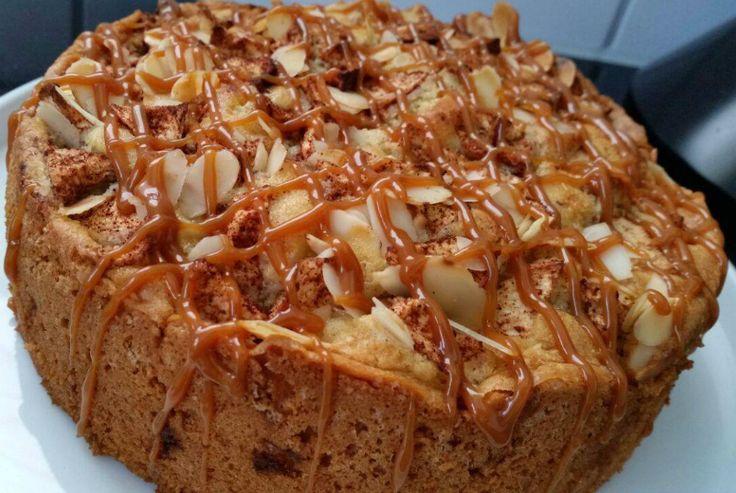 Eerlijk zeggen, ziet deze appel carameltaart er lekker uit of wat?? Het is eigenlijk heel simpel hoor ssssst. Een appelcake die is afgewerkt met caramel. Maar lekker is hij zeker!!