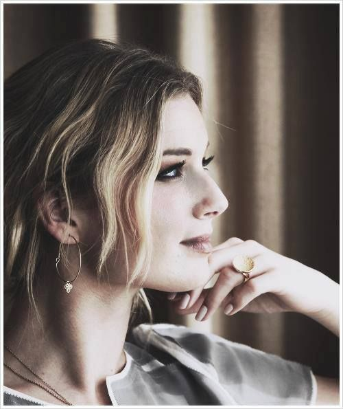 Emily VanCamp she's GOrgeOuS!!