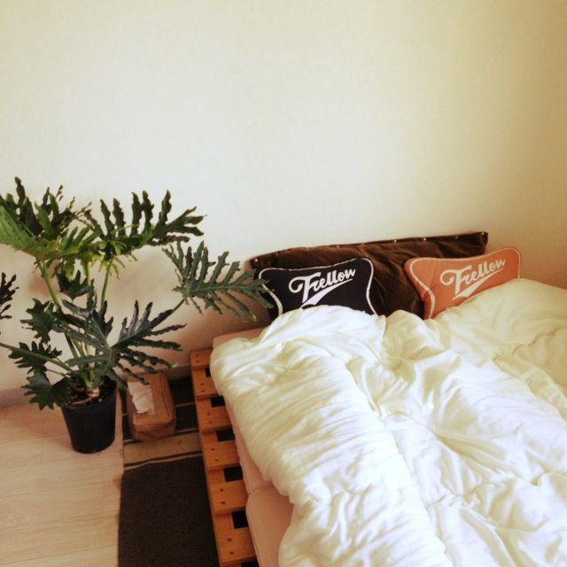 zabeさんの、Blogに詳しくはのせてます,男前,ハンドメイド 枕カバー,パレットベッド,100均,古物,インダストリアル ,爽やかも、なんかエロいも好き♡,みんなとたわむれ隊٩(♥ε♥ )۶,メンズ部屋,賃貸,DIY,NO GREEN NO LIFE,ベッド周り,のお部屋写真
