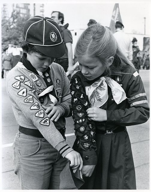 Brownie and Cub compare badges (circa 1983) by Girl Guides of Canada -Guides du Canada