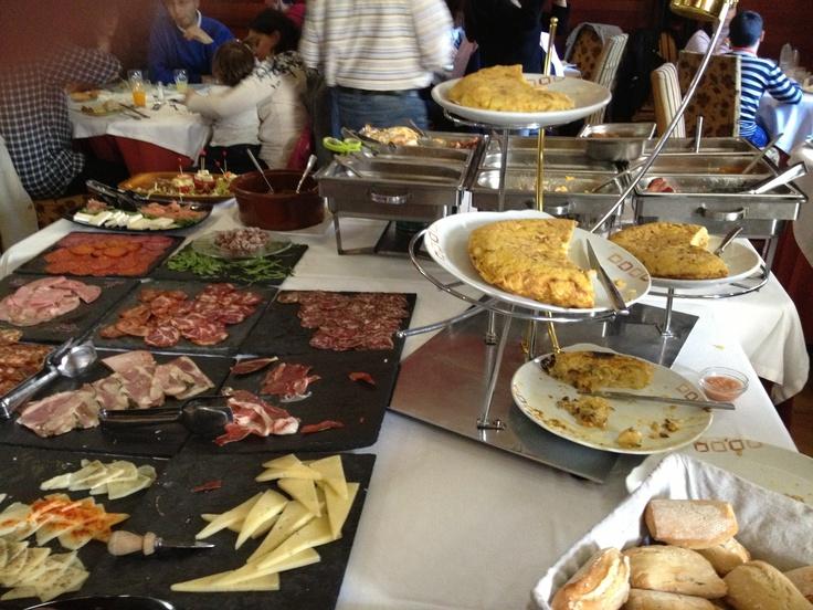 """Desayuno Buffet .Variedad de tortillas en """"Café del Infante"""". Villaviciosa de Odón (Madrid)"""
