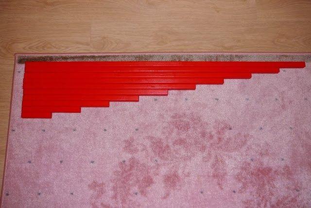 Cervene tyce, hnede schody, ruzova vez