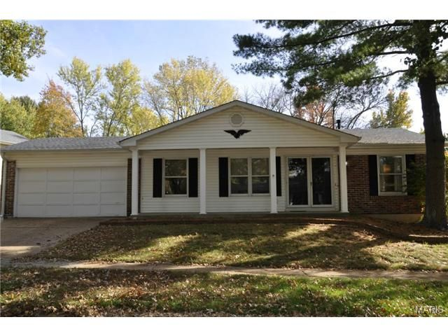 395 novara drive ballwin mo 63021 nice ranch style home three bedrooms two full updated. Black Bedroom Furniture Sets. Home Design Ideas