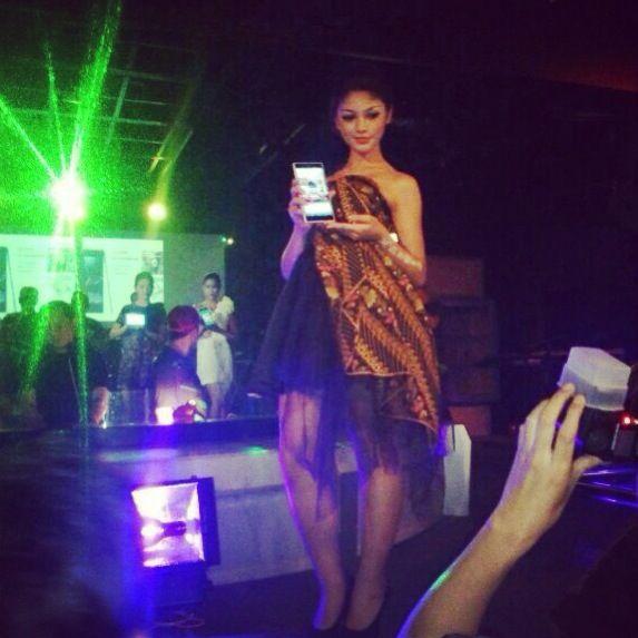 Xperia Z Ultra Fashion Show