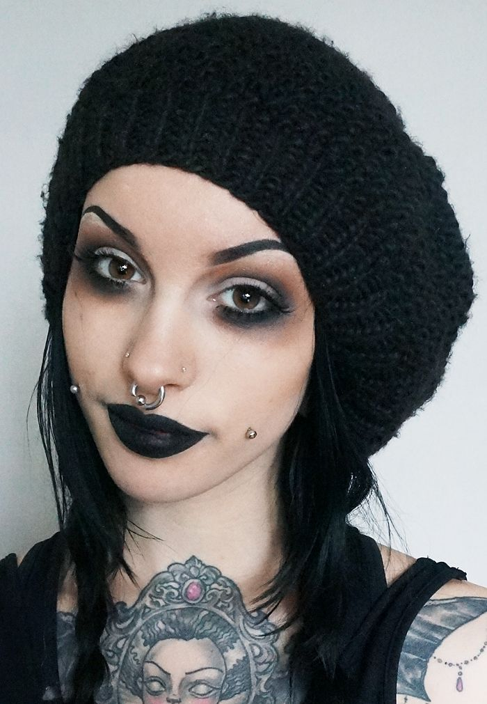 Smokey dark eye makeup. Gothic look. Black dark lipstick. Alternative look. Tatooed girl. I so love this look trying it this weekend.