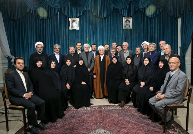 Iran's former president Ali Akbar Hashemi Rafsanjani (C), Iranian former vice president Mohammad Reza Aref (centre, L) and a group of reformists pose for a photo in Tehran February 22, 2016. REUTERS/Mohammad Kazempour/TIMA