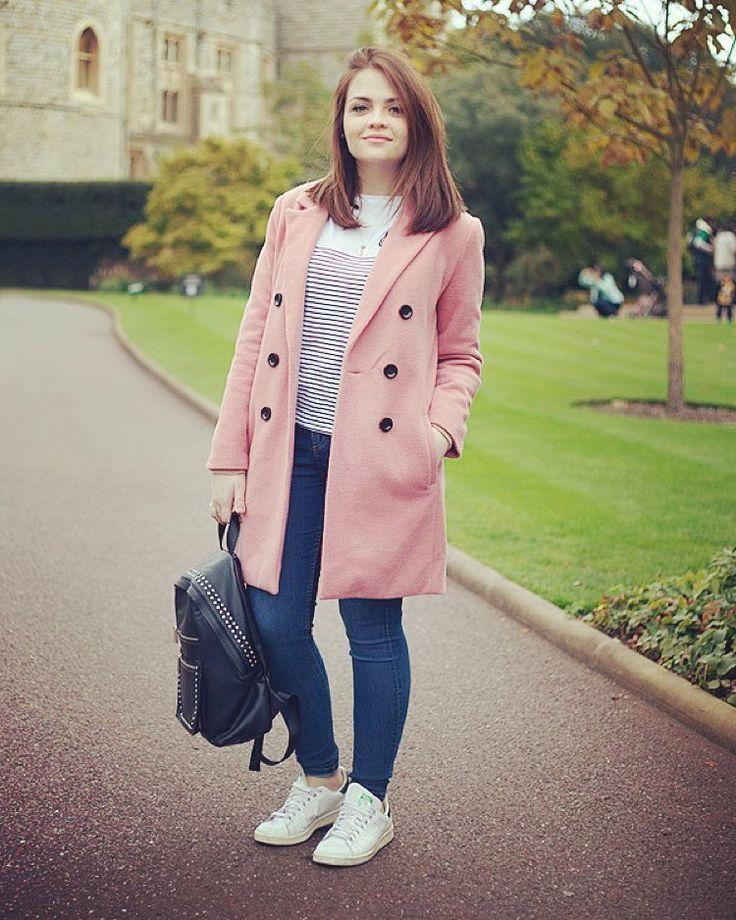 """""""Tem look novo no blog com um cenário muito especial: a casa da minha amiga Rainha da Inglaterra! Hahaha (link na bio) #KarolUK"""""""
