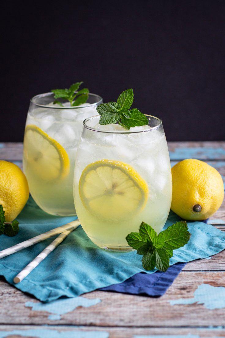 Limoncello Gin Collins Cocktail Recipe A Nerd Cooks Eten Likeur Kerstavond