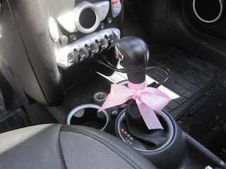 The Pink and Green Prep: Whats in my car? --- such a cute idea!!!