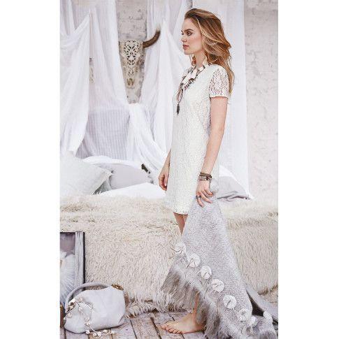 Winterlich: die romantische Spitze in einer schönen Ecru-Nuance. Elegant: das Futter aus anschmiegsamem Jersey. #impressionen #fashion