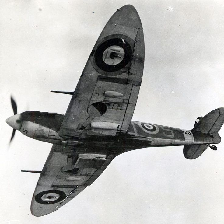 Flying Officer Alan Wright's Spitfire Mk Vb, No. 92 Squadron out of Biggin Hill, Spring 1941.