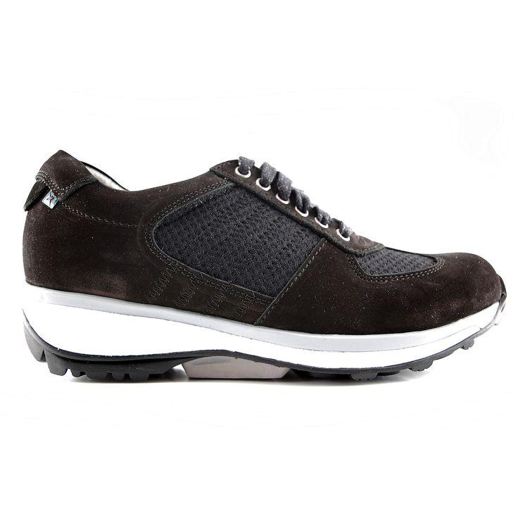 Deze veterschoenen van X-sensible England in het zwart nubuck strech. Heeft door de toepassing van een unieke zooltechnologie is lopen nog nooit zo comfortabel geweest. Stretchwalker is de schoen die u blij maakt. Geen vermoeide voeten, door de combinatie van balans en demping