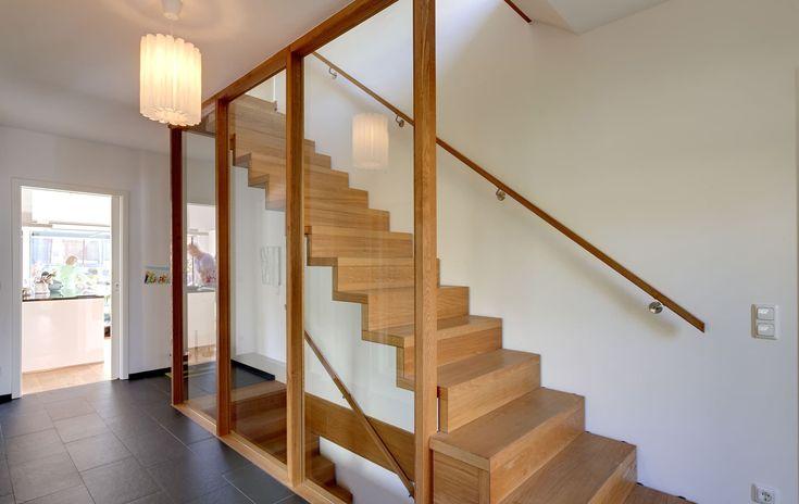 Die besten 25 einfamilienhaus mit einliegerwohnung ideen for Holzkubus haus