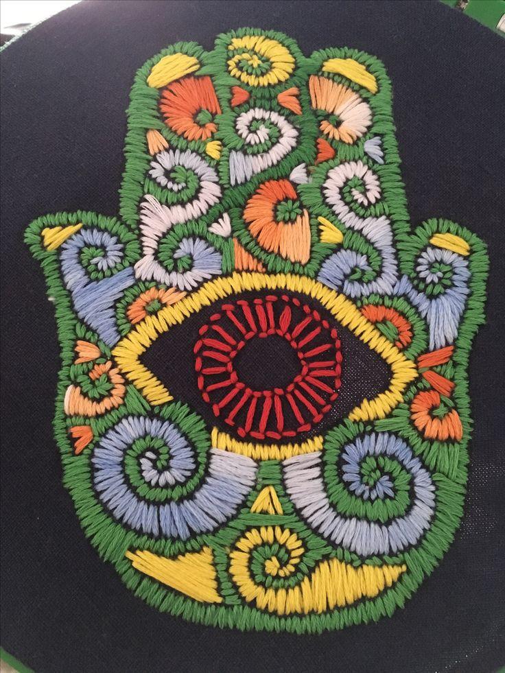 Mano de Fátima con bordado mexicano