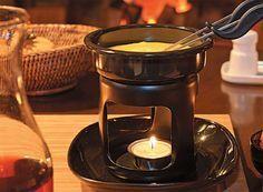 Como preparar e apresentar um fondue  A receita suíça de fácil preparo combina com o frio. A mais comum é a de queijo, mas carne e chocolate entram na lista.