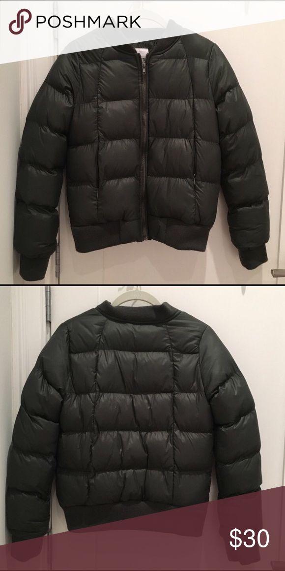 BB Dakota puffer jacket Super comfy dark green puffer jacket. So warm! BB Dakota Jackets & Coats Puffers