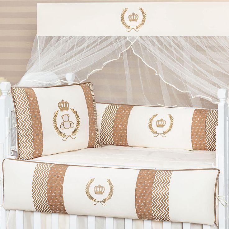 O Kit Berço Chevron Real Cáqui é perfeito para a decoração do quarto de bebÇe unissex, com tons de bege e estampas super bonitas!