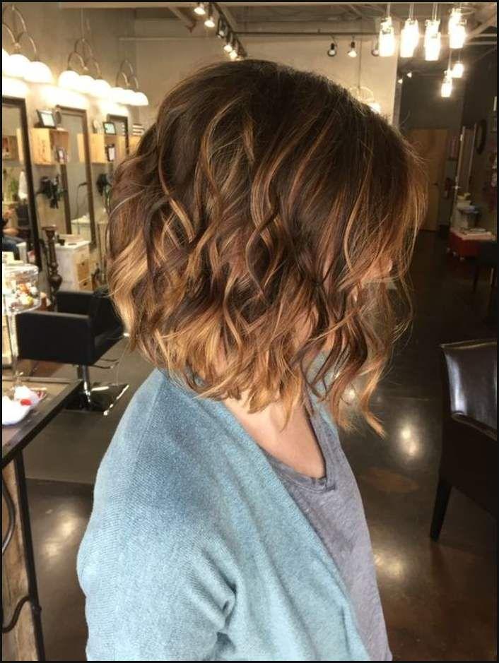 Braune haare mit blonden strähnen locken