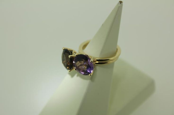 Lovely 14 carat golden two piece ring set, one with smoky quartz and one with amethyst. For € 260,-. http://www.goldbergjuweliers.nl/shop/products-page/goud/14k-ringen-set-rookkwarts-en-amethyst