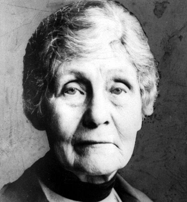 Το 1928, εκχωρήθηκαν στις γυναίκες της Βρετανίας ίσα πολιτικά δικαιώματα με τους άντρες, με όλο τον πληθυσμό άνω των 21 ετών να έχει πλέον το δικαίωμα της ψήφου! Η Έμιλι πέθανε την ίδια χρονιά, στις 14 Ιουνίου, σε ηλικία 69 ετών, πριν προλάβει να δει την πλήρη δικαίωση του μακροχρόνιου αγώνα της...