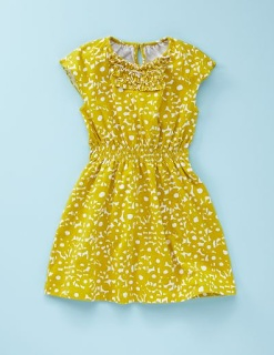 Mini boden knock off free dress pattern tutorial/ reminder of how to gather using tension of sewing machine- great tip