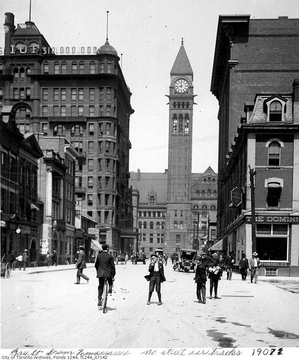 Vintage cycling photos: Bay Street, Toronto, Canada - Circa 1907