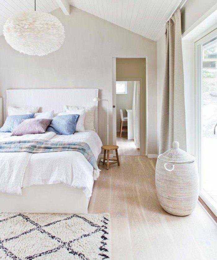 1 chambre a coucher design scandinave sol en parquet clair tapis beige coussins de lit