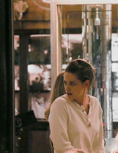 kristensource:  Kristen Stewart filming in Paris November 6