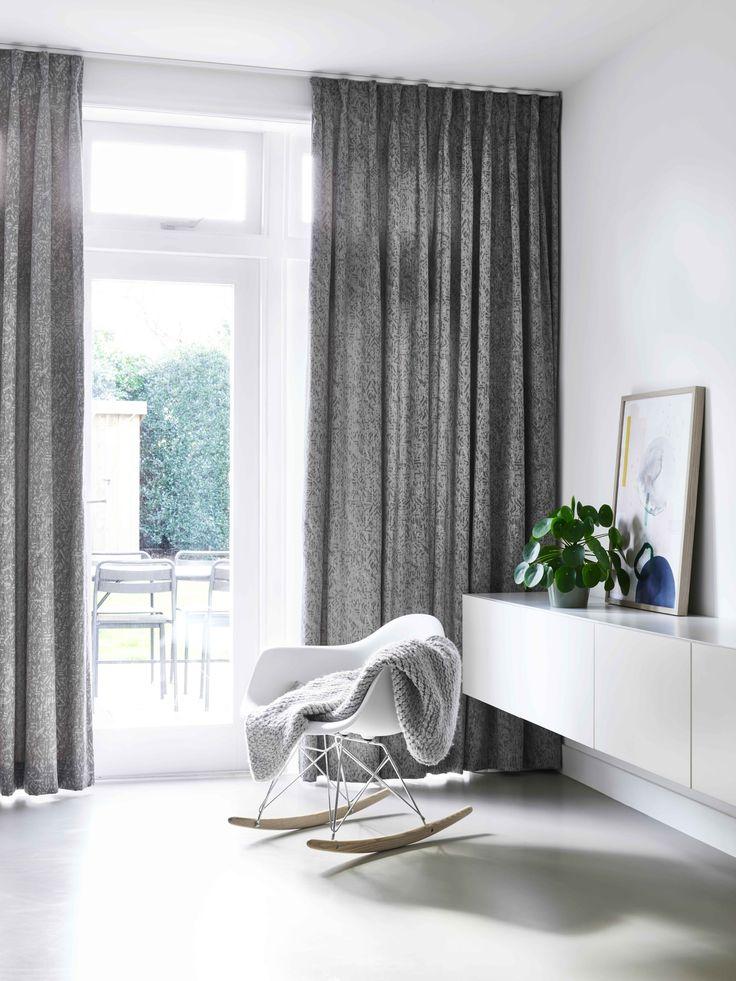 Een mooie, stoere jacquard voorzien van veel structuur in mooie kleuraccenten. De stof valt soepel en is prachtig in het stoer-landelijk of industrieel interieur.