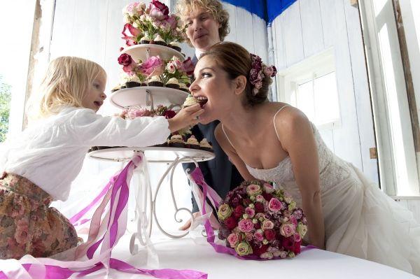 Bruidsboeket en aankleding voor de bruiloft.  Naast het traditionele boeket horen bloemen bij de aankleding van een bruiloft.