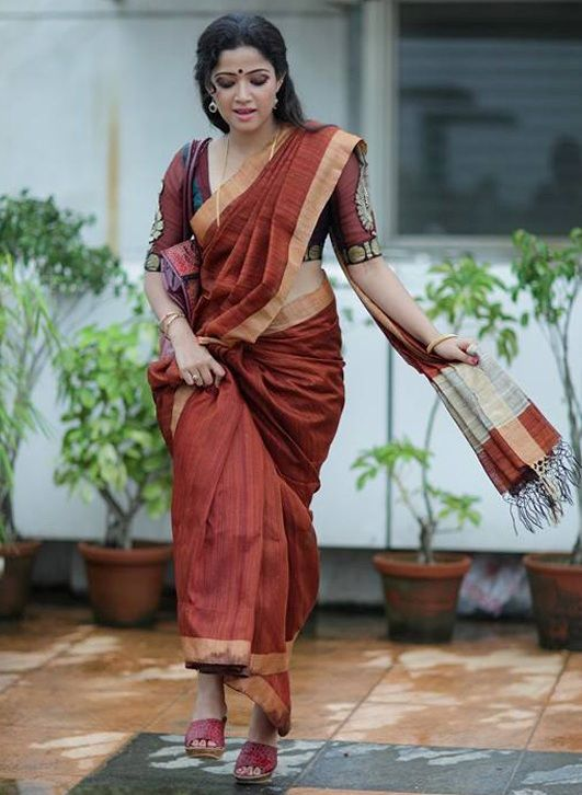 Abhirami-Suresh-Latest-Photoshoot-Photos-in-Saree-2.jpg (531×726)