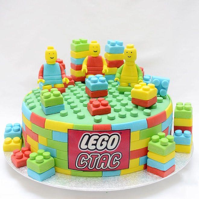 torta a forma di Lego 14