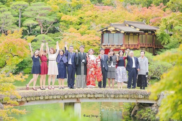 紅葉前撮り スタート  色づき始めた紅葉が ホントに綺麗  神戸のど真ん中に  こんなところが  あったなんて   まずは全員揃って 集合写真から   お二人は 結婚式は海外で フォトウエディング  前撮りでは 結婚式に呼べなかった 大切な人たちを呼びたい  とリクエストを 頂いておりました   家族友人に囲まれた 心温まる とっても素敵な  前撮りでした   #神戸 #相楽園#和装前撮り  #プレ花嫁 #日本中のプレ花嫁さんと繋がりたい #結婚式準備 #ドレス試着 #前撮り#ウェディングフォト#ロケーションフォ#farny_brides#卒花 #2018春婚#プロポーズ#ウェディングソムリエアンバサダー#東海プレ花嫁#東京カメラ部