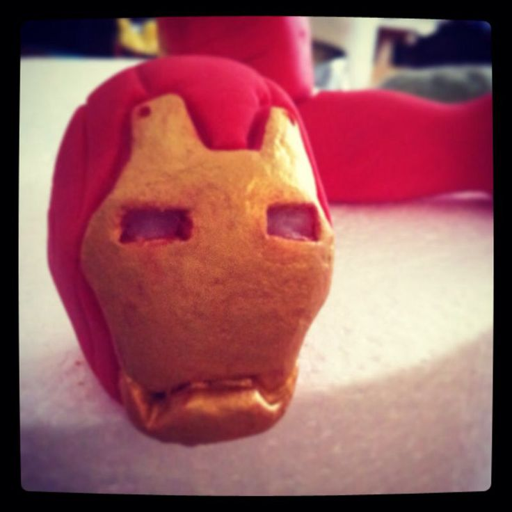 #ironman #markIII in #pastadizucchero ... Work in progress #marvel #fondantcake #modelling #cake #love #movie #superhero #instaphoto #cakedesign #instafood