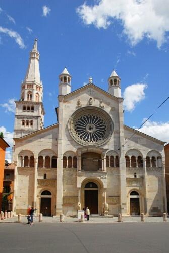 Duomo di Modena, arte romanica XI sec.- annessa torre Ghirlandina - Emilia…