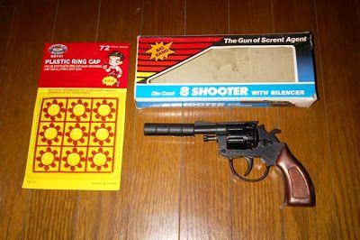 Pistol Diecast jadul  The Gun of Secret Agen. Harga diatas termasuk pelurunya