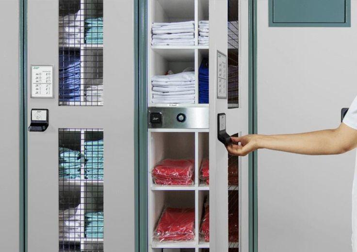 Schrank Offen In 2020 Schrank Kleiderschrank Eiche Begehbarer Kleiderschrank Planen