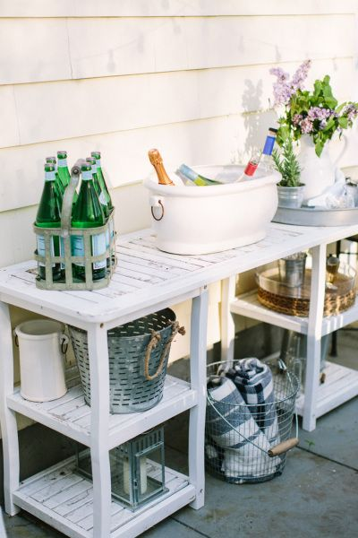 Outdoor entertaining: http://www.stylemepretty.com/living/2015/05/22/summer-entertaining-tips/ | Photography: Erin McGinn - http://www.erinmcginn.com/